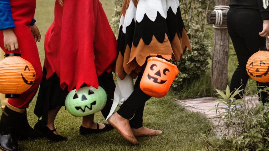 Halloween20trick20or20treat.jpg_39083042_ver1.0